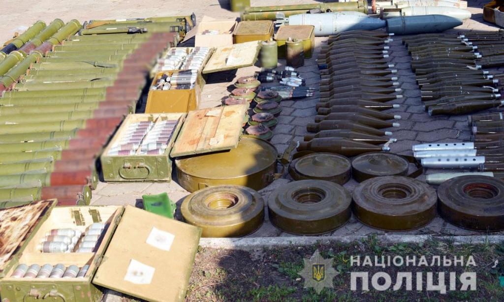 У зачиненому дитячому таборі на Донеччині виявили склади з боєприпасами