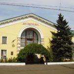 Трималися без декомунізації 5 років. На Костянтинівському вокзалі зняли табличку герою СРСР