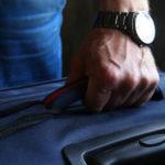 На валізах поряд з КПВВ. Кілька людей в Зайцевому вже 2,5 місяці чекають пропуску додому (фото, відео)