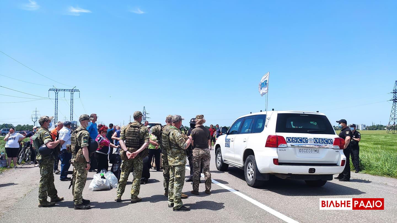 Відкриття КПВВ не вдалося. Десятки людей, які стояли цілий день в черзі, так і не поїхали в ОРДЛО (ОНОВЛЕНО)