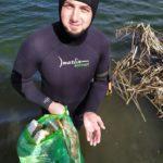 Дайвінг з видом на сміття. Як та чому блогер з Соледара чистить ставки Донеччини