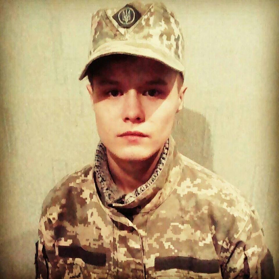 дівчина військова форма