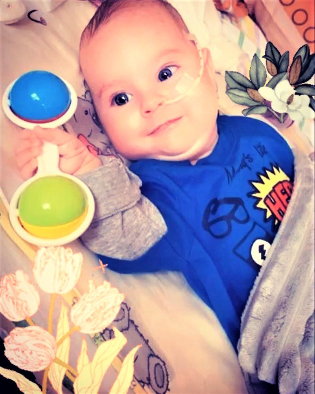 Єлисей з іграшкою дитина СМА