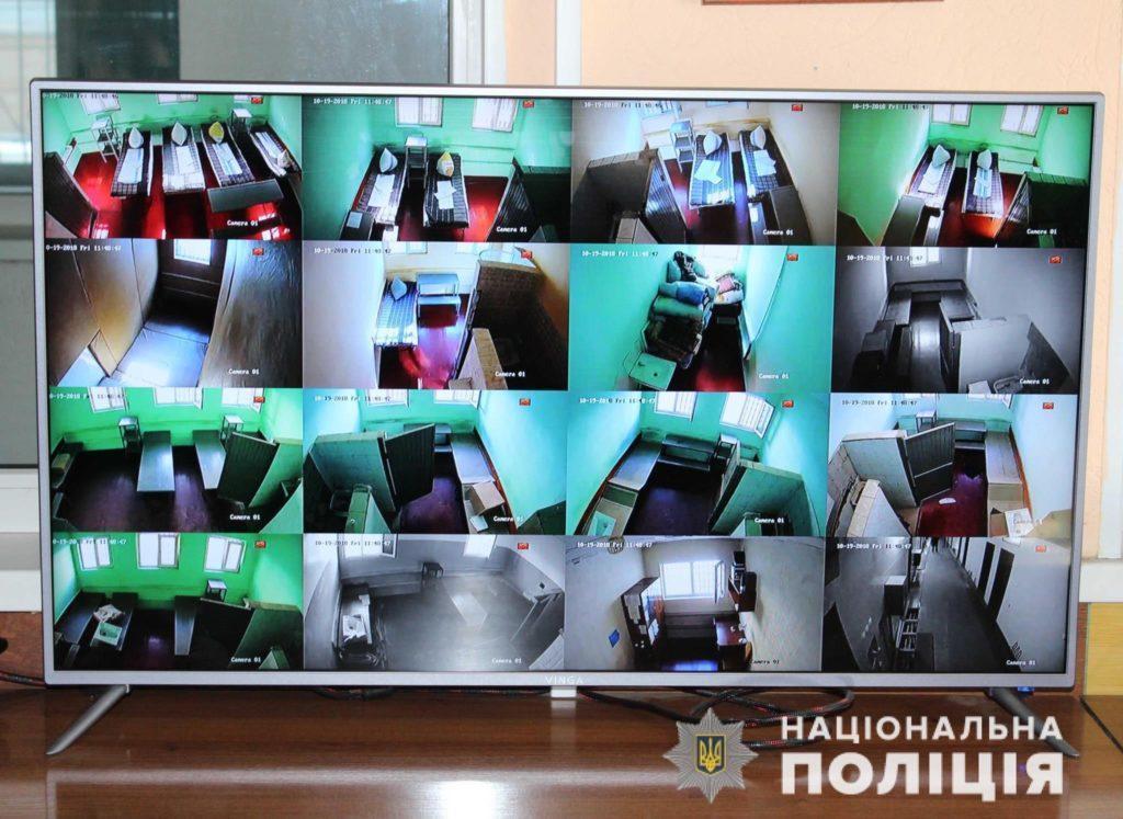 монітор відеоспостереження поліція