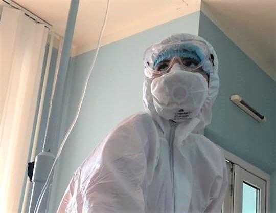 медпрацівниця крапельниця