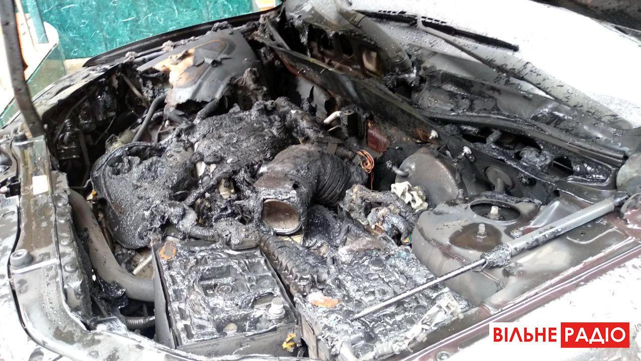 В Бахмуте сожгли авто местного предпринимателя, – очевидица (ФОТО)