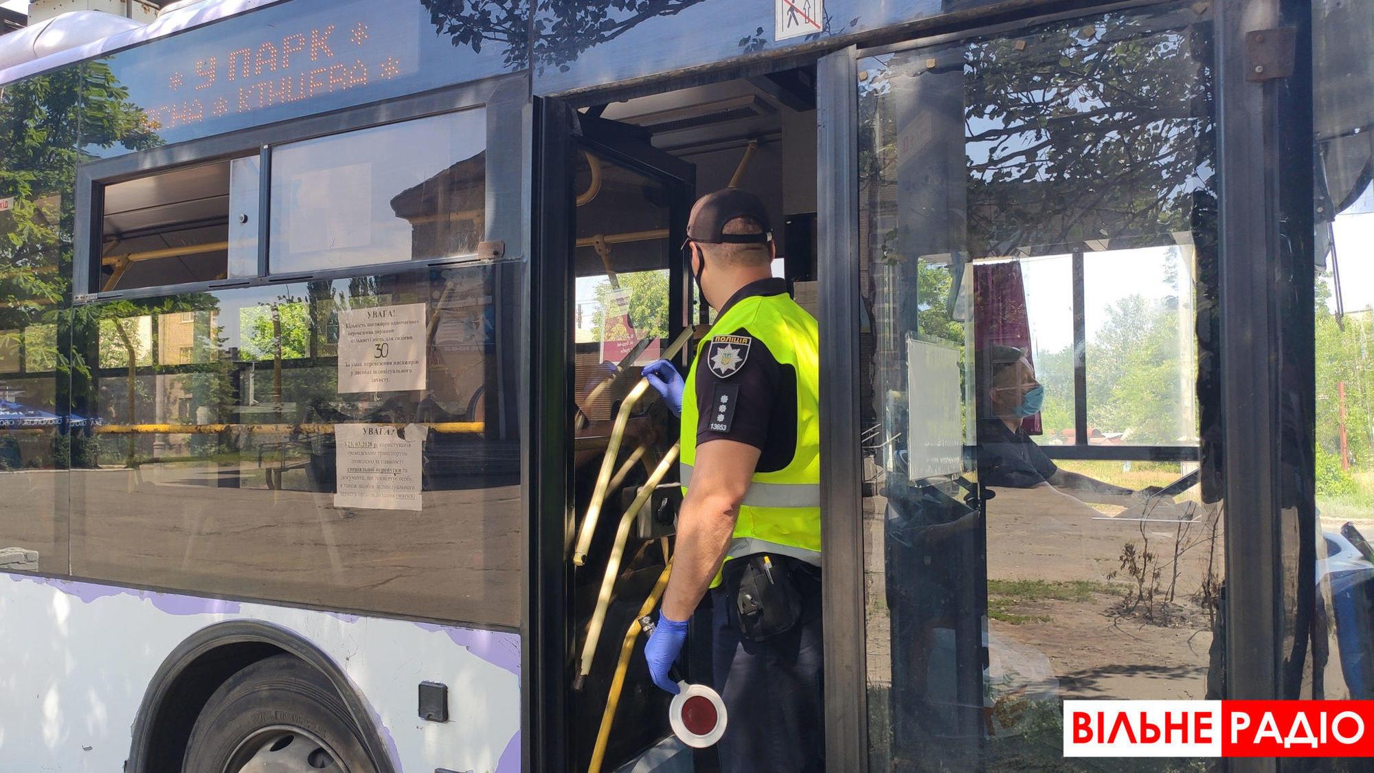поліція перевіряє транспорт у Слов'янську