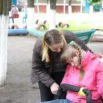 Без доступності, допомоги від держави та педагогів. ТОП-3 проблеми батьків дітей з інвалідністю (Історії)