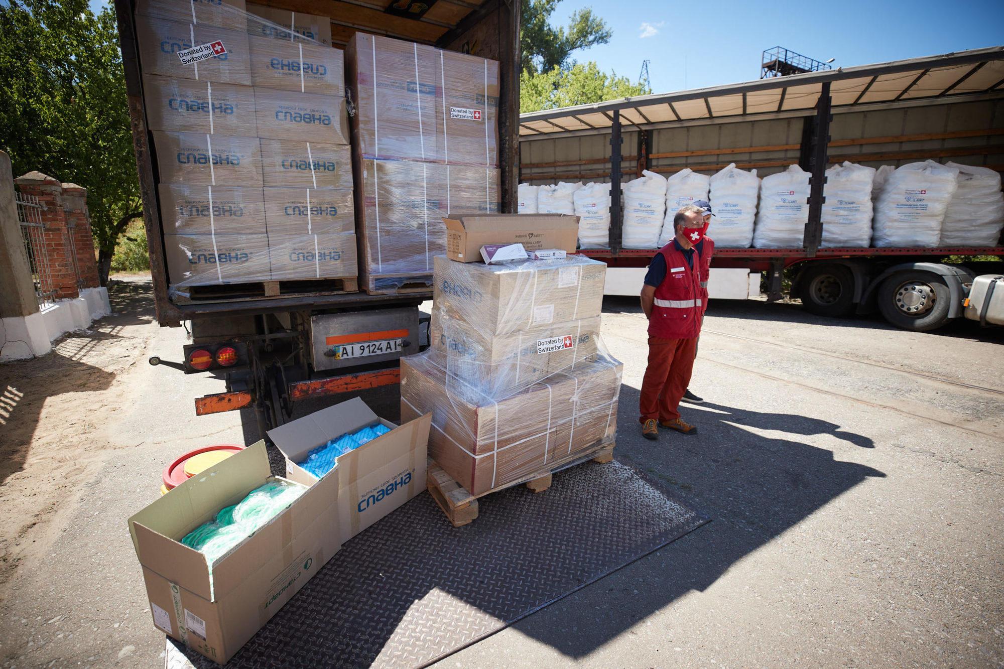 швейцарська гуманітарна допомога вантажівка