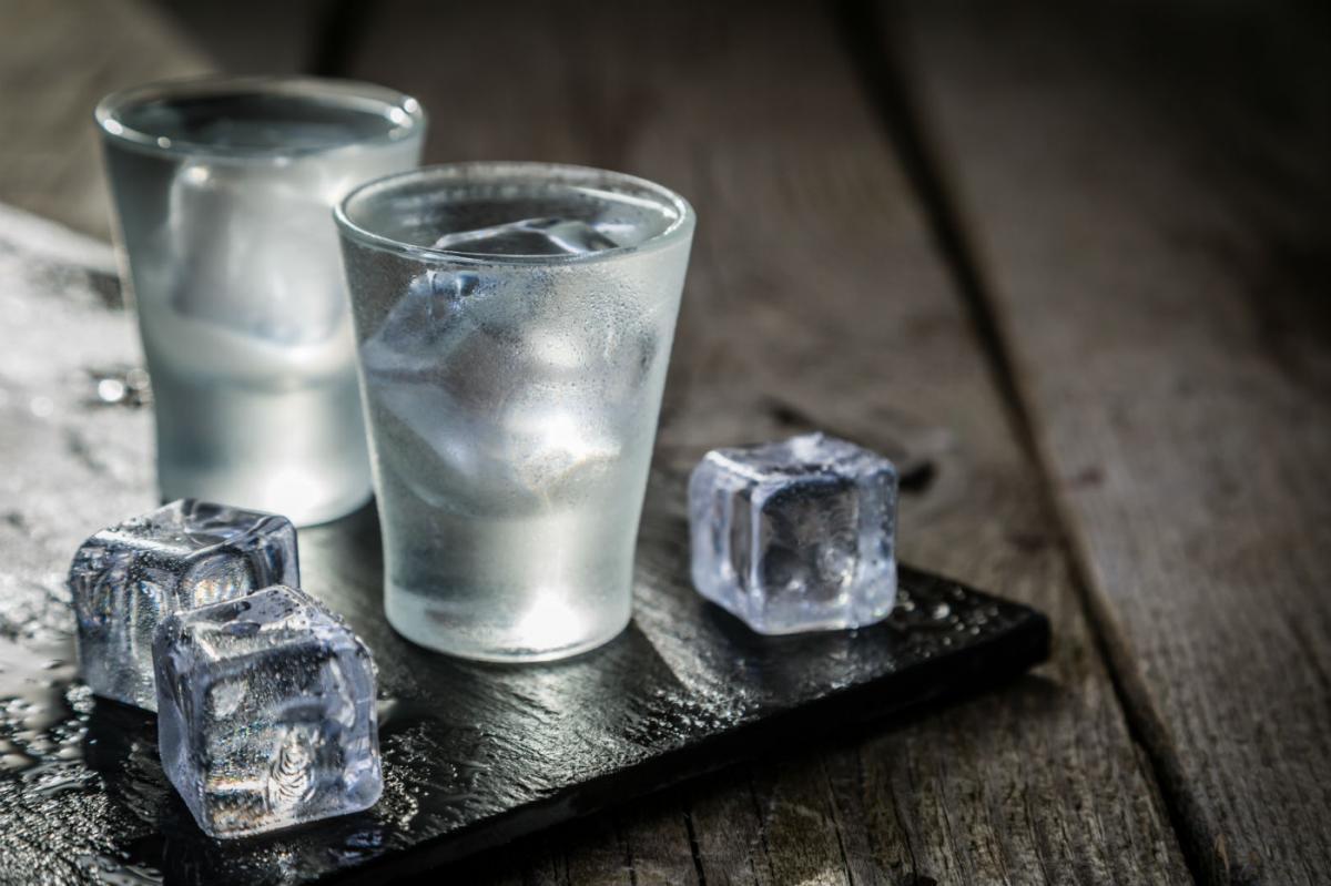 Пить или не пить: нетрадиционные средства, которые точно не спасут от коронавируса