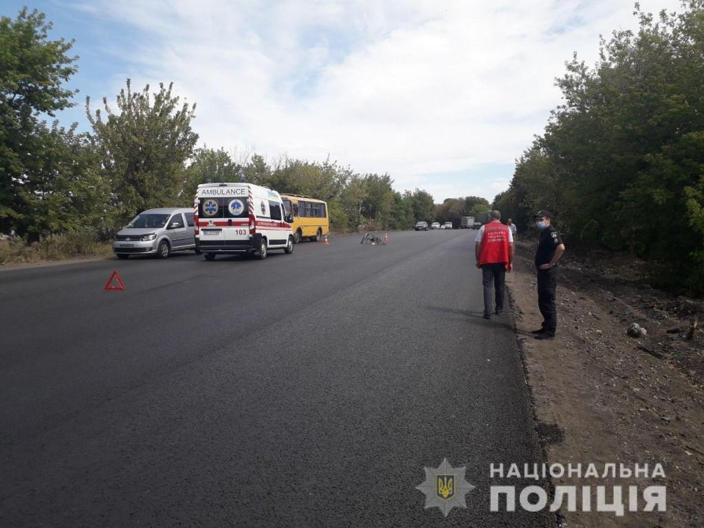 На Донеччині машина швидкої збила велосипедиста. Чоловік помер