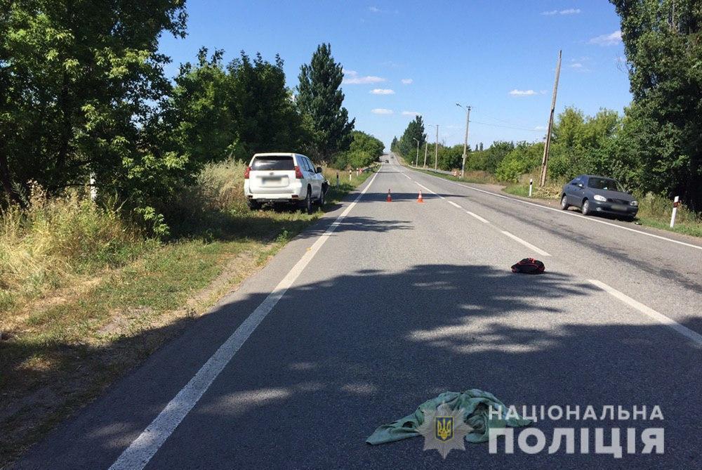 В Донецкой области авто сбило детей на велосипеде. Один мальчик погиб, другой в больнице