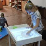 В дитячій бібліотеці Бахмута тепер можна малювати піском та писати на стіні