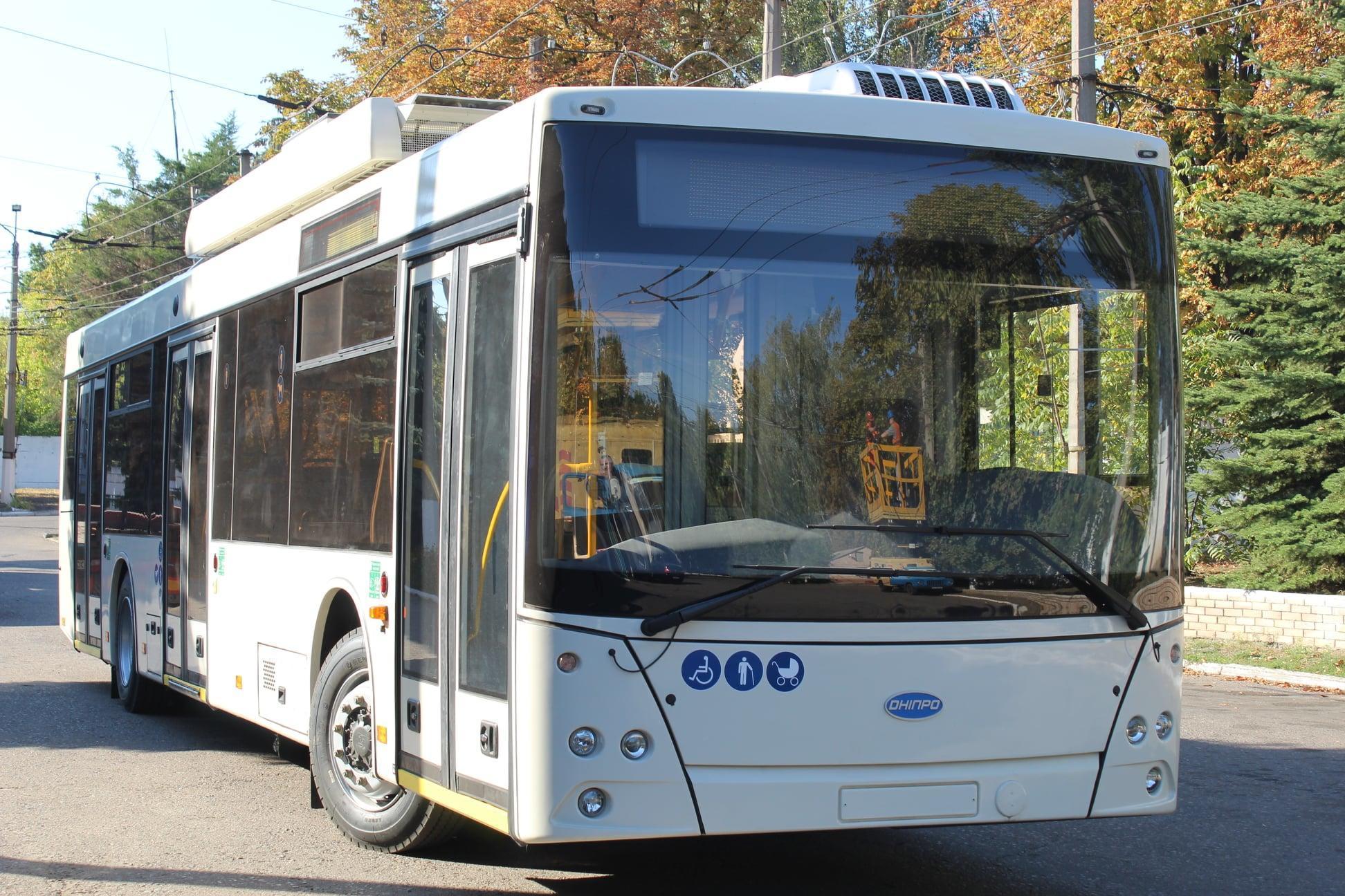 Большой шаг для нового маршрута: В Бахмут доставили троллейбус, который будет курсировать до Опытного
