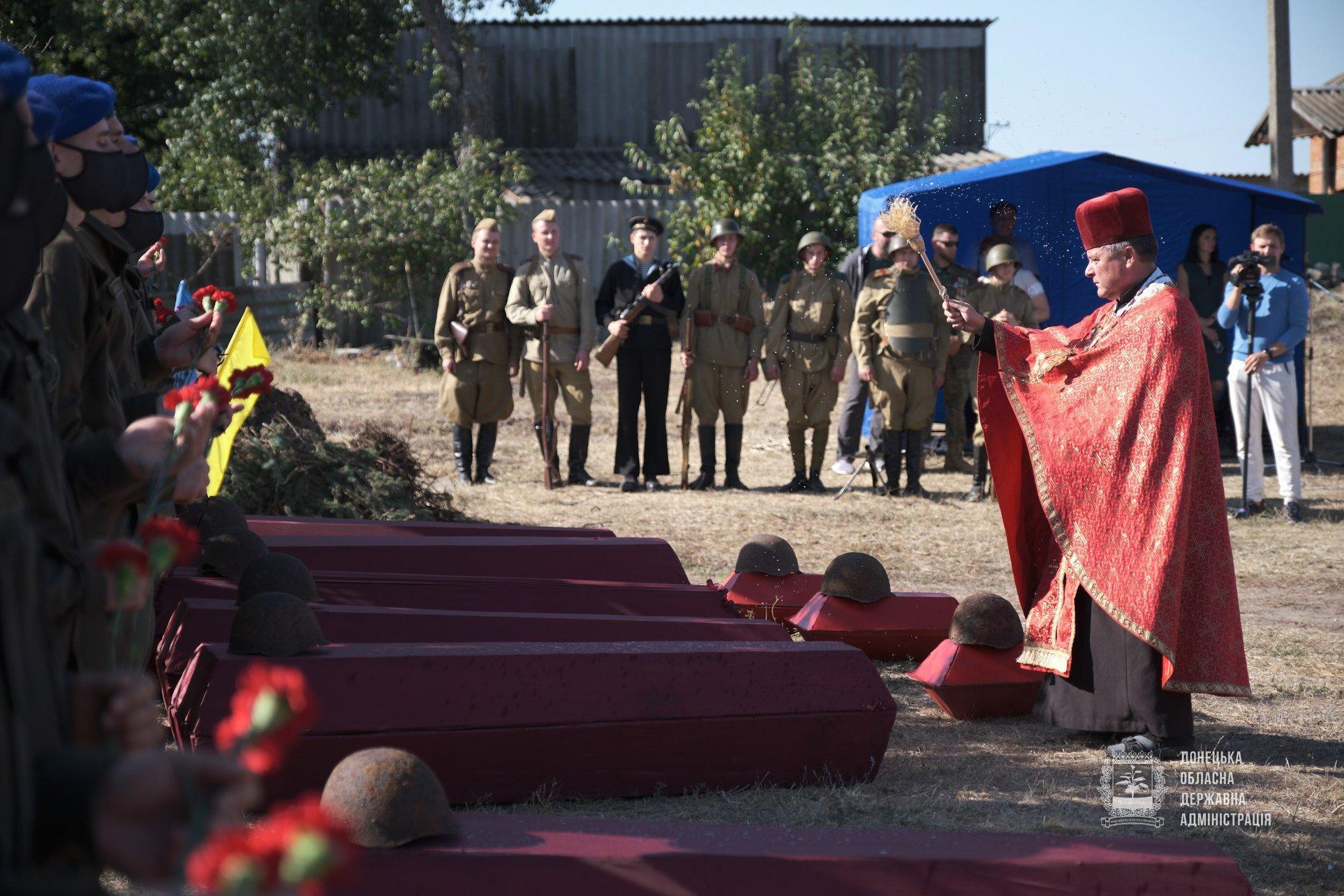 военный капеллан Донбасс панихида перезахоронение останков Вторая мировая гробы неизвестный солдат