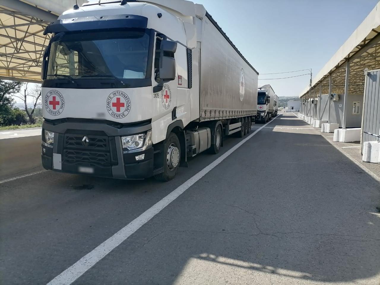 Международный комитет красного креста МККК КПВВ Новотроицкое гуманитарный груз грузовики