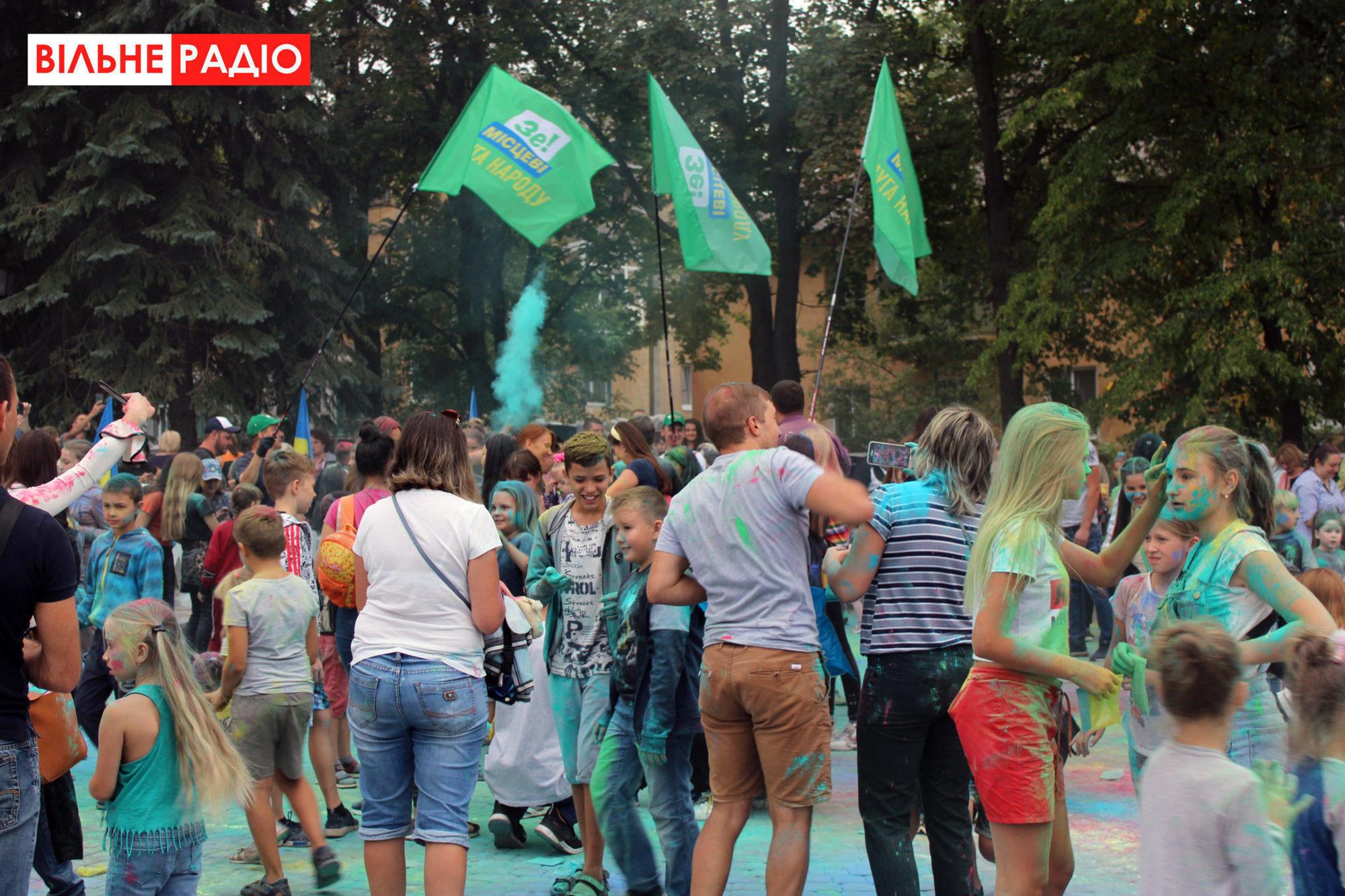 Холи краски праздник Слуга народа политическая агитация выборы-2020