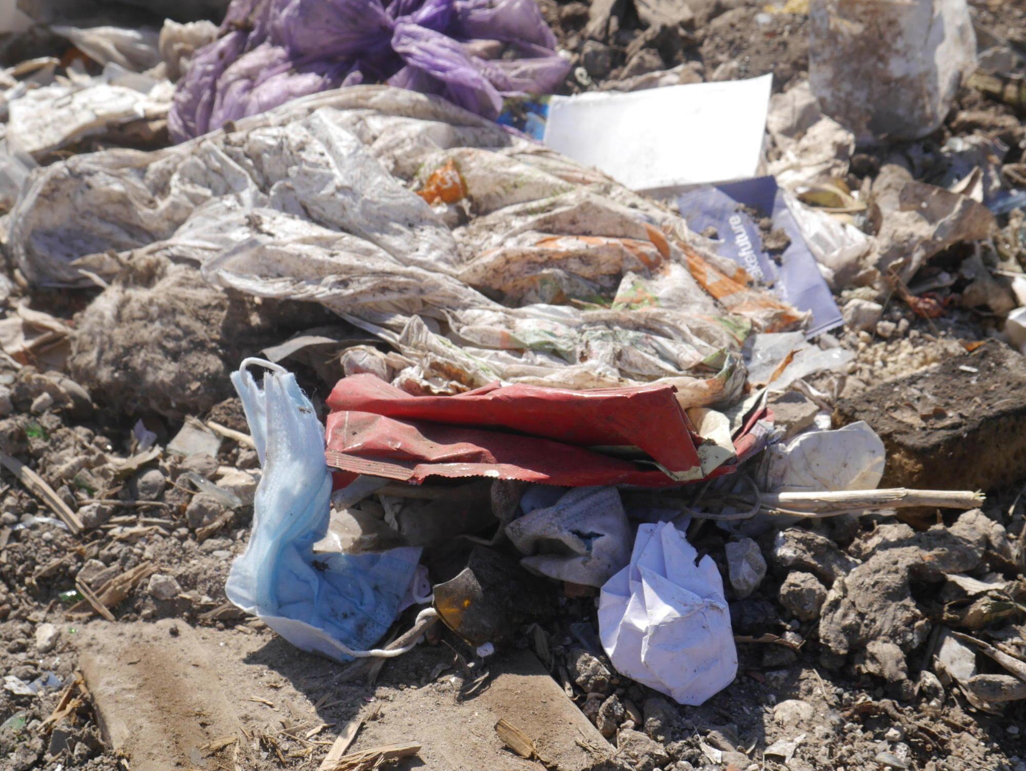 використана маска сміттєзвалище полігон побутових відходів ТПВ використані ЗІЗ