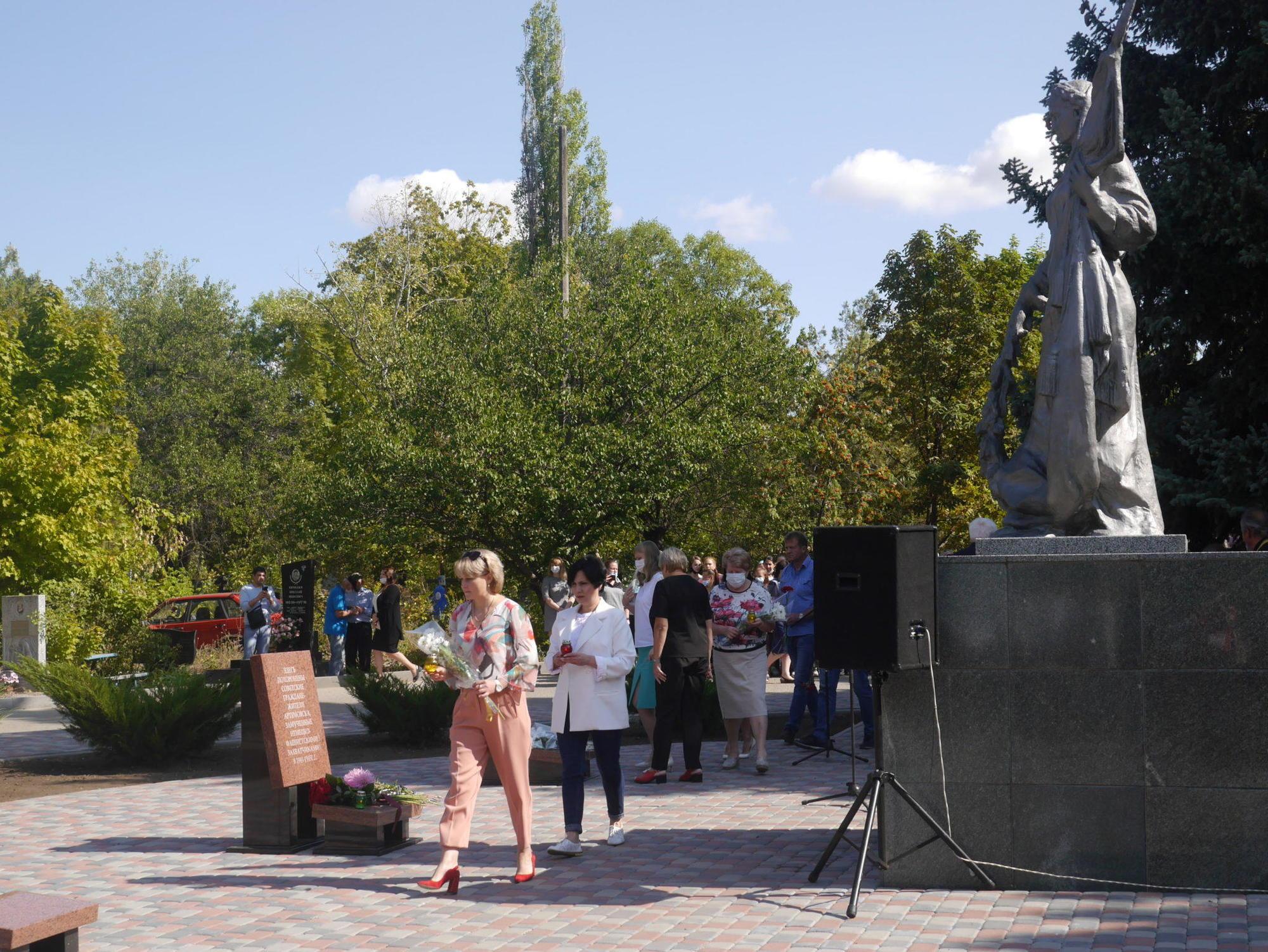 покладання квітів мітинг-реквієм братська могила жертви нацизму Друга світова Бахмут Артемівськ