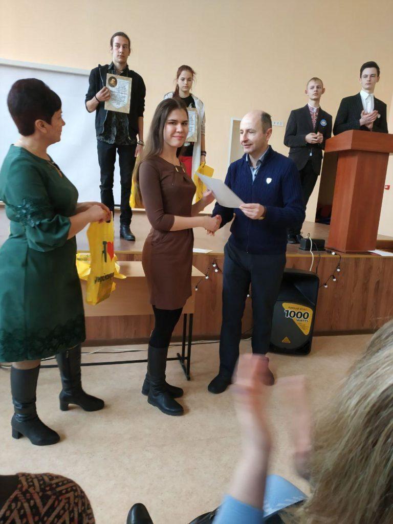 Троє дівчат з Донбасу стали призерками міжнародного конкурсу знавців української мови