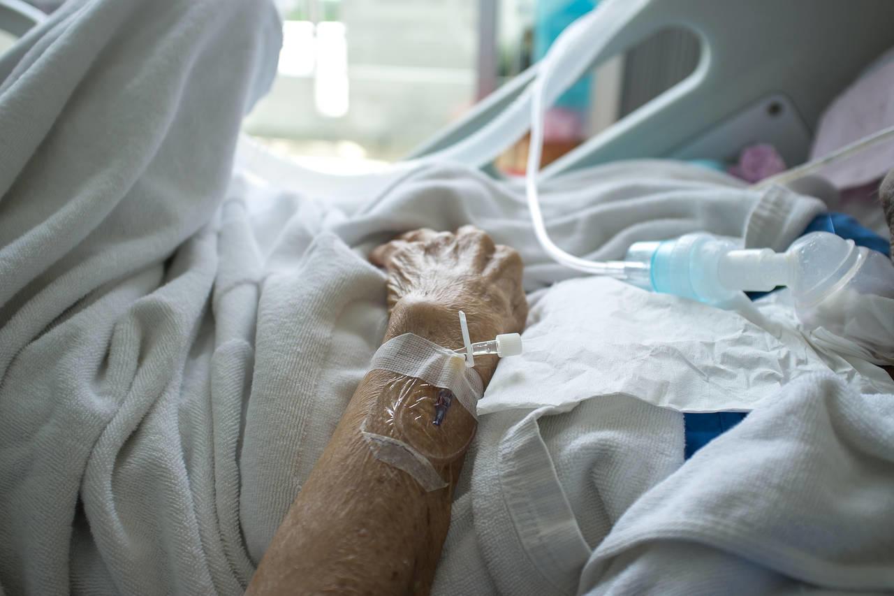 Україна перетнула позначку у 5 тисяч хворих за добу. Майже 300 з них – з підконтрольної Донеччини