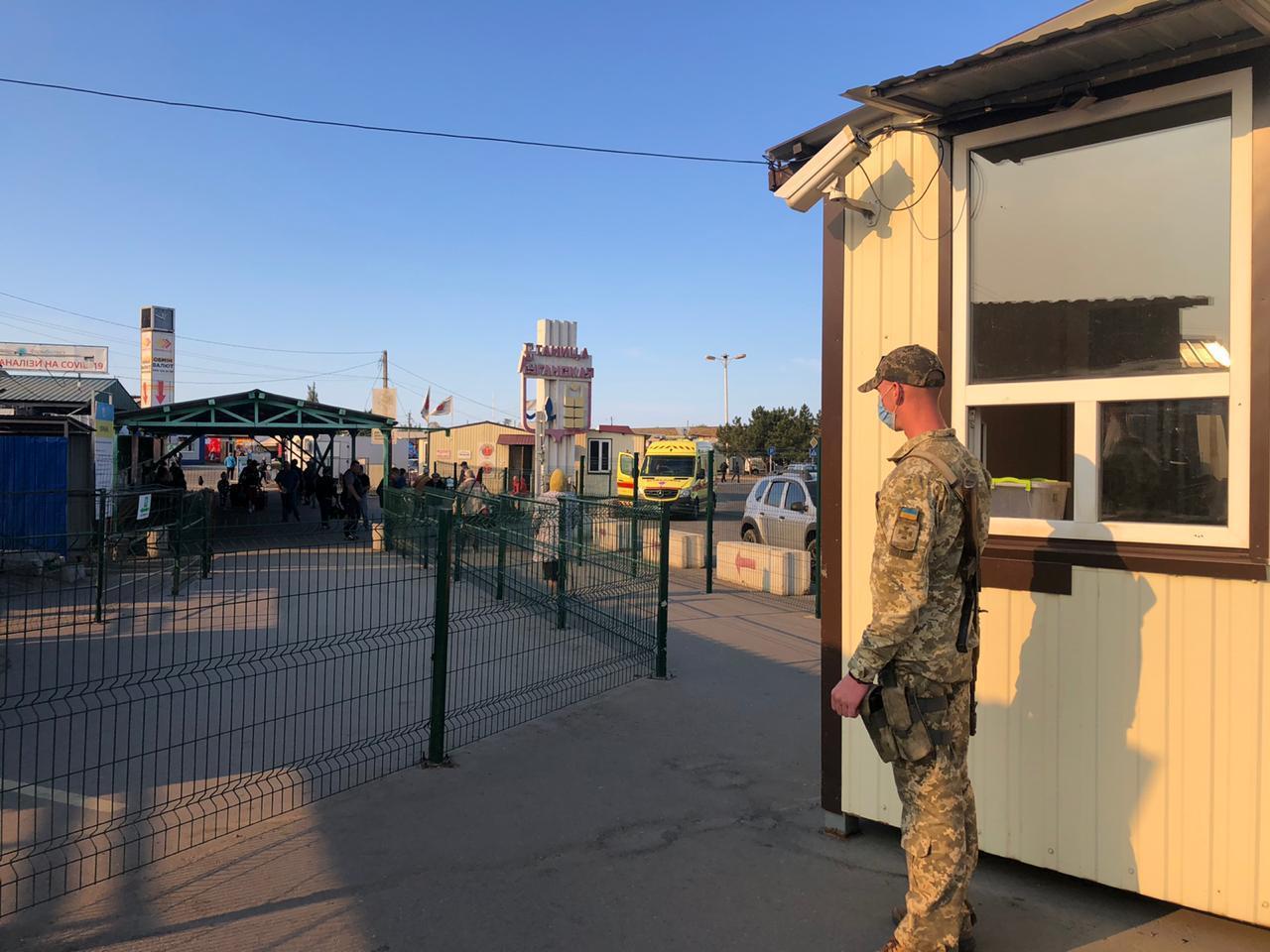 КПВВ в Станице Луганской за сутки пересекли 1211 человек