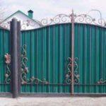 У Добропіллі безробітний з подільниками вкрав ворота та хвіртку. Його судили