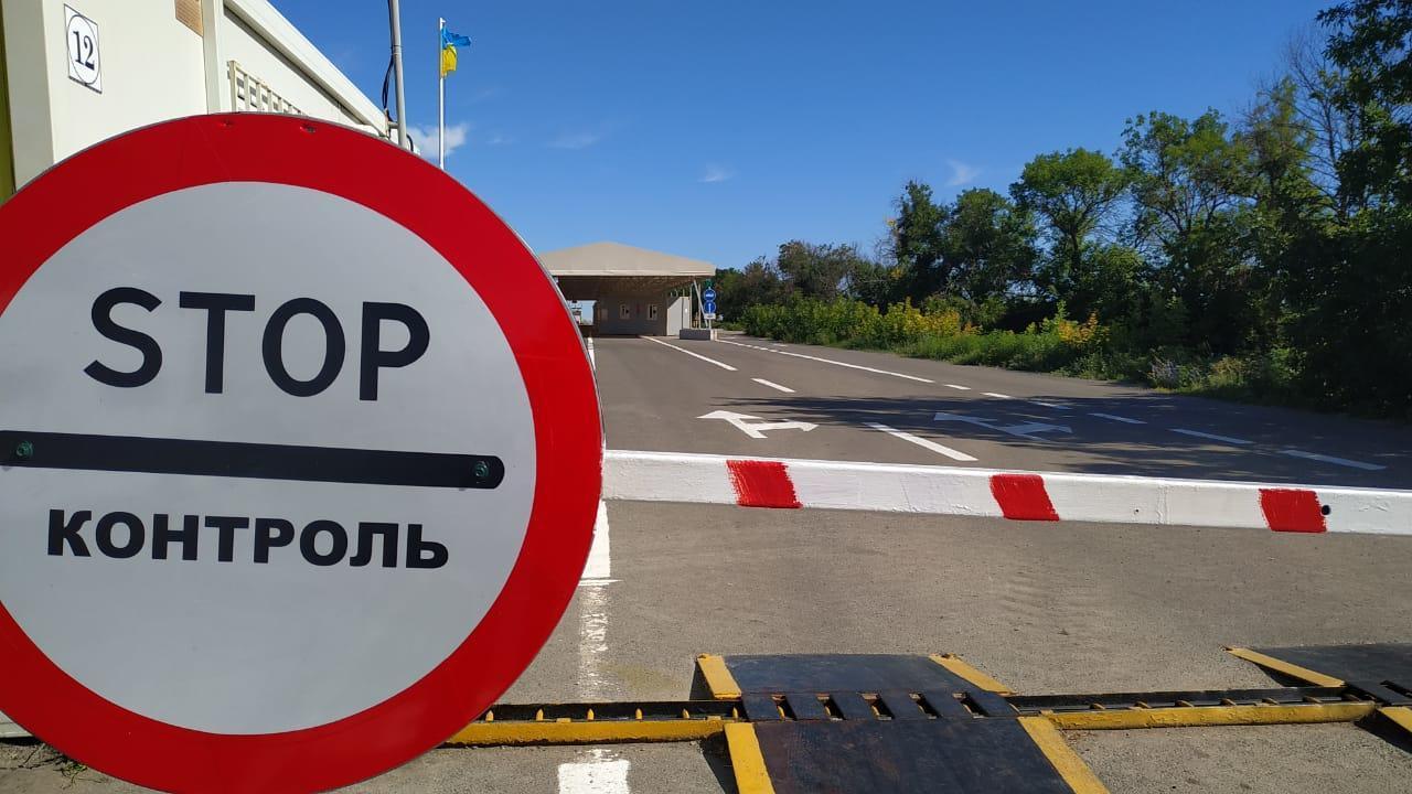 """На """"Станице Луганской"""" уменьшились очереди. Боевики ограничивают движение"""