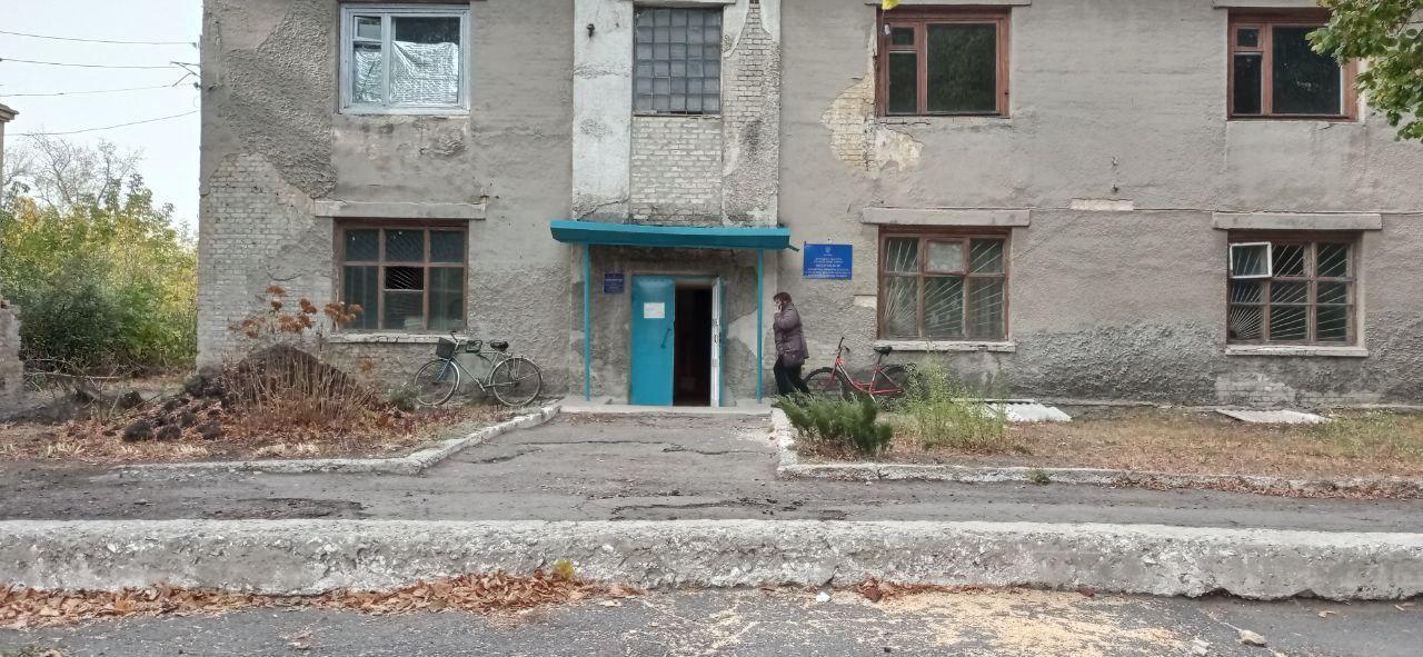 бордюр бар'єр ремонтно-житлове підприємство стара будівля