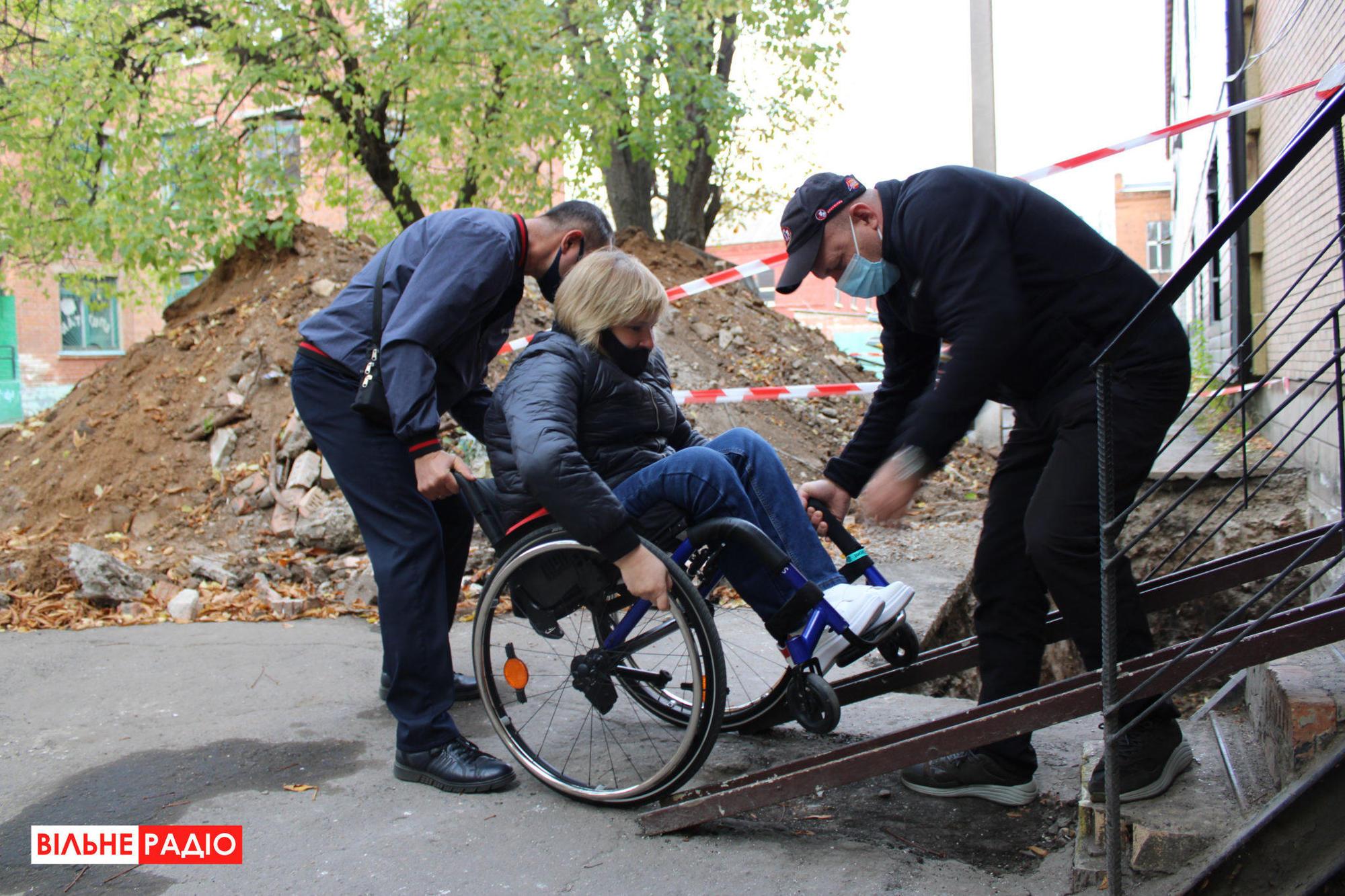 маломобильная женщина с инвалидностью голосование недоступный избирательный участок