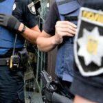 """Двох бахмутських поліцейських підозрюють у """"вибиванні"""" зізнань"""