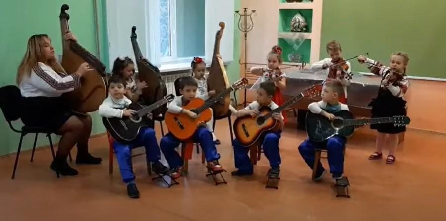 Дистанційний фестиваль 3+. Як творчі дошкільнята з Донеччини змагаються віддалено та під місцеву музику (фото)