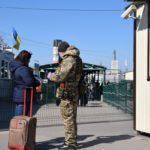 """У п'ятницю на сході працюють всі КПВВ, але фактично пускають лише через """"Станицю Луганську"""" та """"Новотроїцьке"""""""