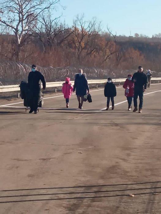 люди КПВВ Щастя Золоте Луганська область