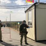 """КПВВ на Донбасі: сьогодні пропускають людей через """"Станицю Луганську"""", а завтра ще й через """"Новотроїцьке"""""""