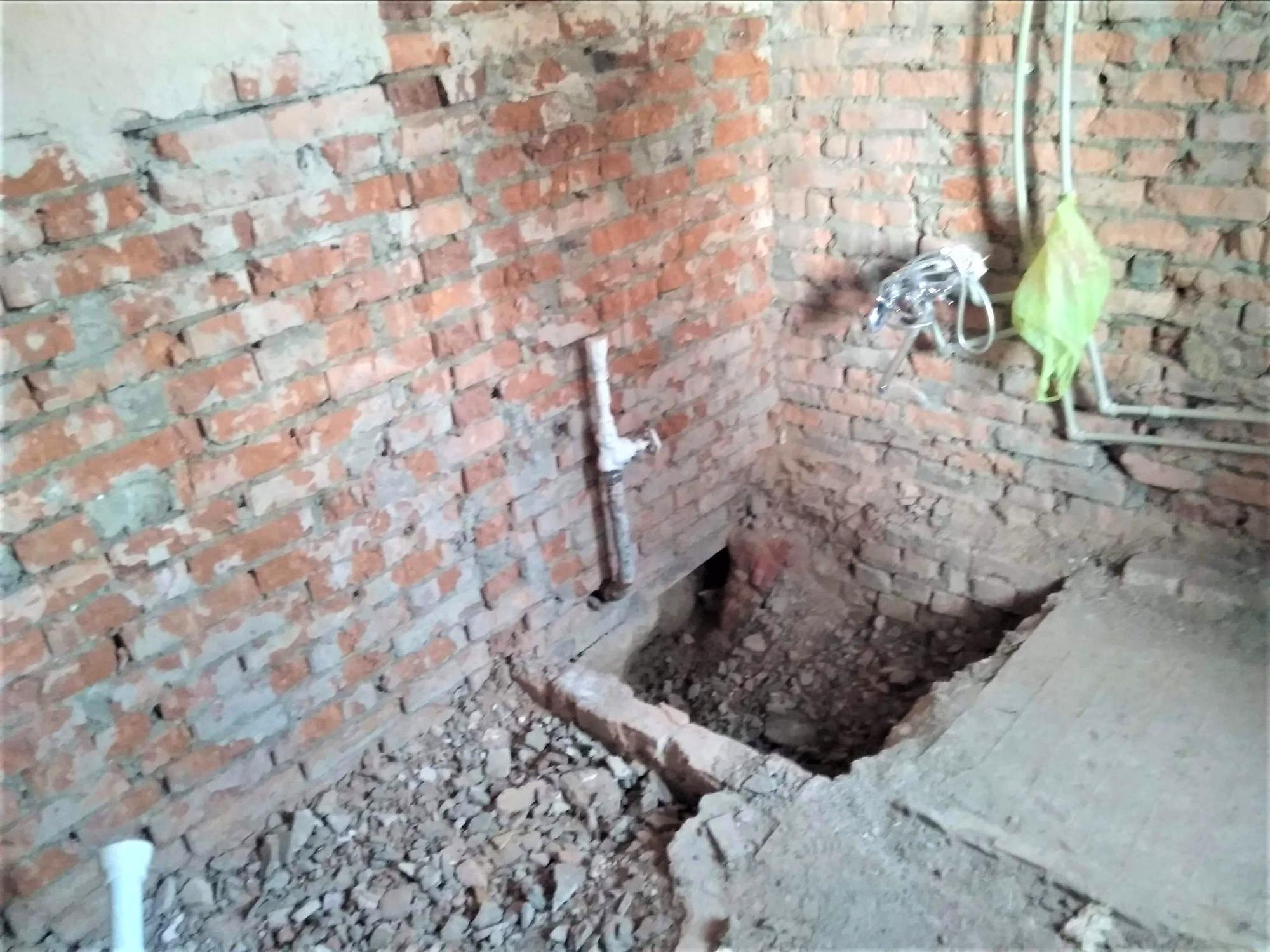 ремонт туалету в дитсадку цегляна стіна заміна сатежники