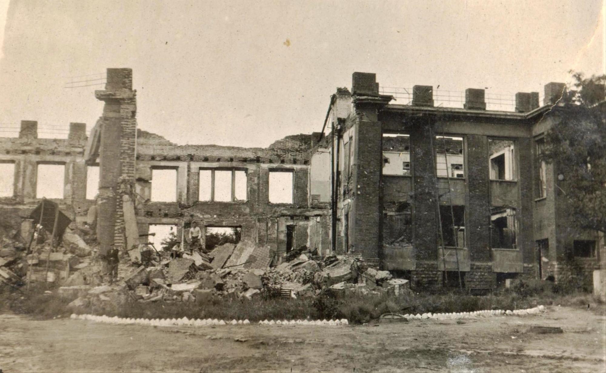 зруйнована поліклініка Артемівська Друга світова війна