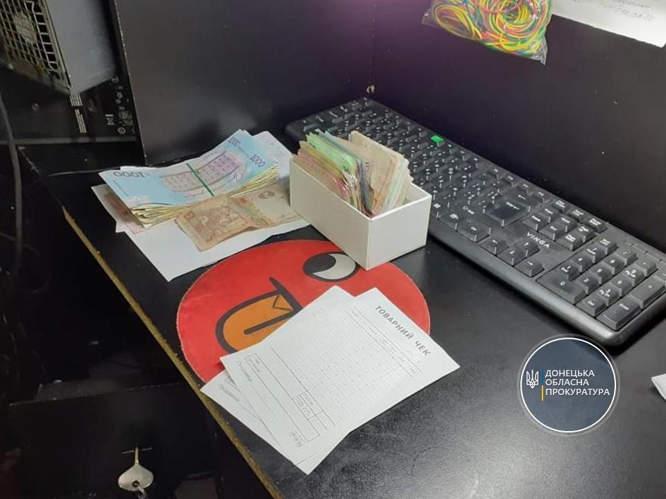 Правоохоронці вилучили чорнові бухгалтерські записи у нелегальних гральних залах Донеччини