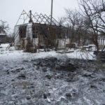 Боевики обстреляли жилой квартал на Донбассе. 120 мм мина упала во дворе дома (фото)