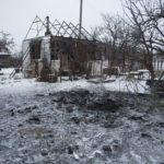 Бойовики обстріляли житловий квартал на Донбасі. 120 мм міна впала на подвір'я (фото)