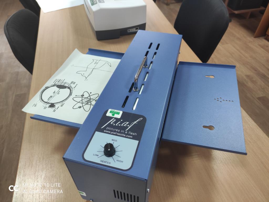 У Слов'янську школу-інтернат для слабозорих дітей привезли сучасний прилад для друку опуклих зображень