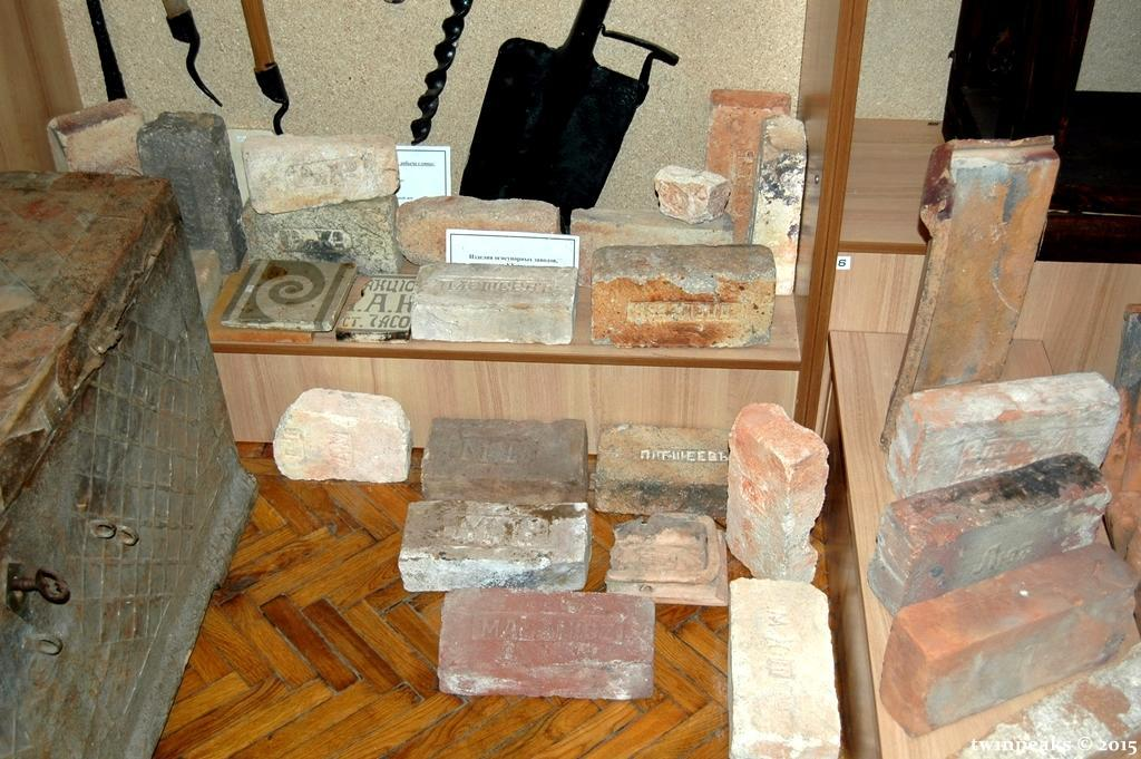 коллекция кирпичей черепицы Часов Яр музей экспозиция