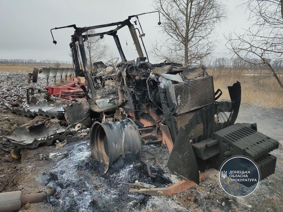 знищений вибухом трактор на Донбасі