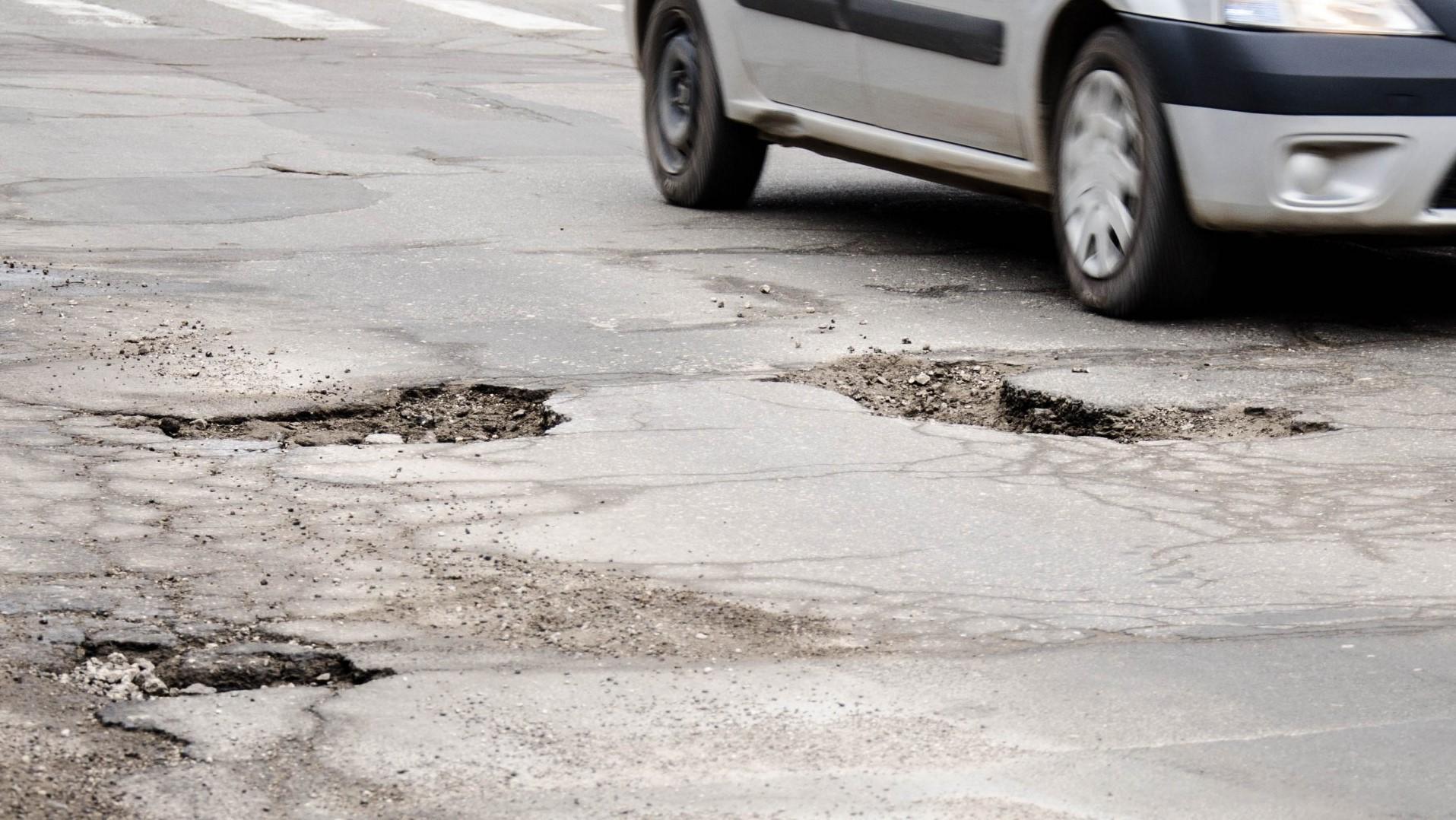 Как в Украине получить компенсацию за сломанное в яме авто