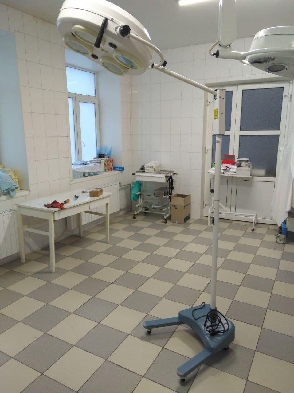 операційна лампа в пологовому відділенні Бахмута