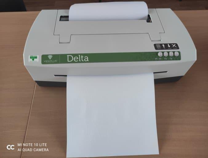 У Слов'янську школу-інтернат для слабозорих дітей привезли принтер, який друкує текст шрифтом Брайля та опуклі зображення