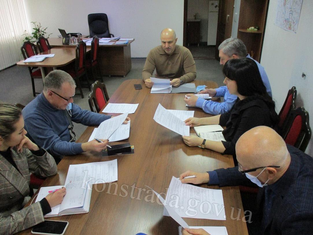Городской глава Константиновки и другие чиновники пренебрегают карантинными правилами