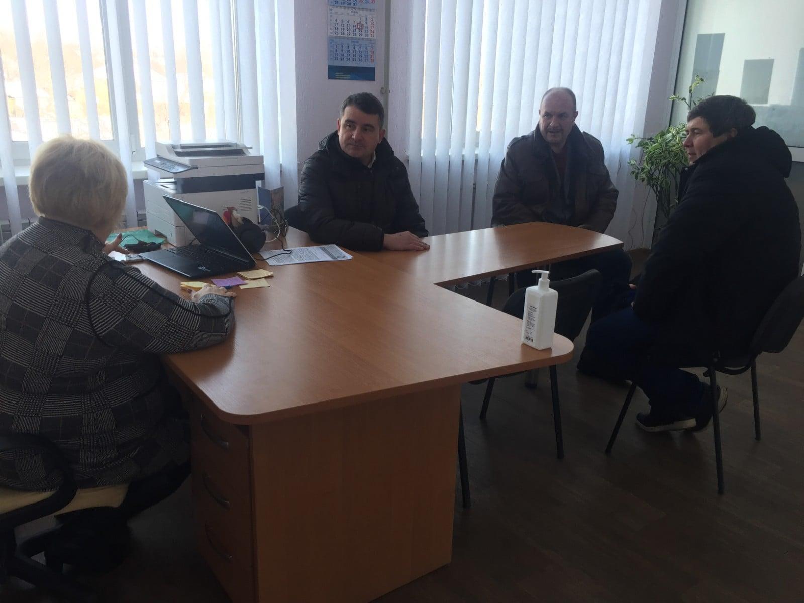 Городской глава Славянска Вадим Лях в помещении не надел маску