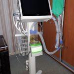 """Подходит и для младенцев. """"Врачи мира"""" подарили бахмутской больнице современный аппарат ИВЛ"""