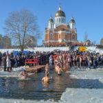 """""""Вода не змиває гріхи"""": єпископ ПЦУ про """"традиції"""" на Водохреще"""